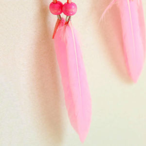 Pinky : le capteur de rêve aux plumes rose bonbon
